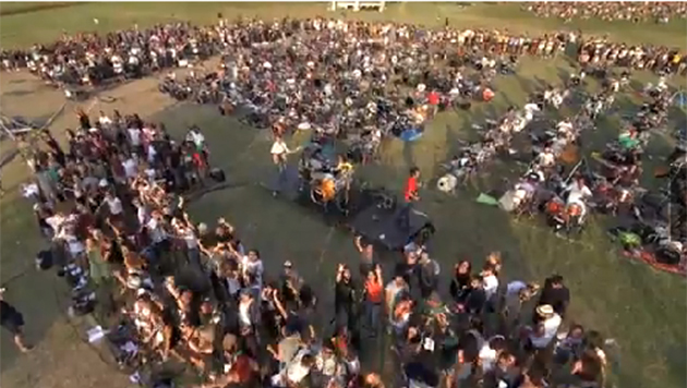 Mil m�sicos tocan para los Foo Fighters (Youtube)