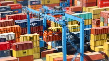 El déficit comercial de Estados Unidos creció por un salto de importación de bienes