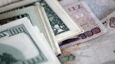 Economistas piden ordenar la Economía para contener la suba del dólar