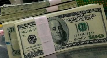 El dólar operó en baja y cerró a $24,86