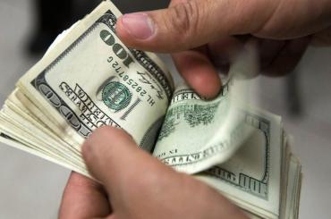 Dólar hoy: tras ronda estable, cotizó en baja y cerró a $45,70