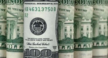Depósitos en dólares de privados cayeron al nivel más bajo en tres años