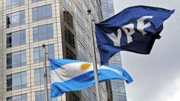 Acciones de YPF caen a mínimos históricos por