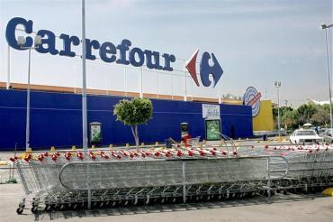 Carrefour debió suspender la venta de sus productos lácteos en sus sucursales