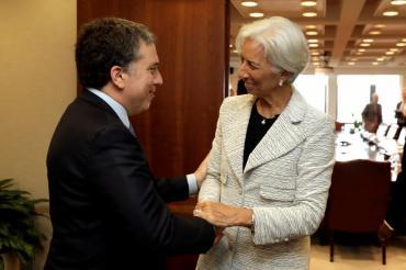 La última propuesta del FMI en materia laboral: facilitar despidos, limitar convenios y subir ganancias