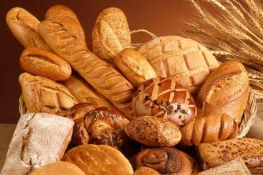 La harina subió casi un 200% y el pan podría dispararse hasta $90 el kilo