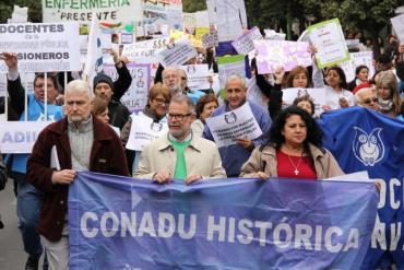 Carpa de docentes universitarios frente a Ministerio de Educación: anuncian paro