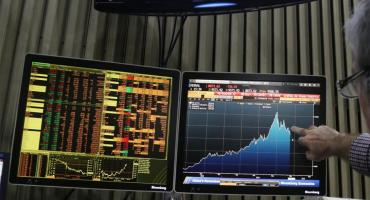 Crisis económica: el riesgo país subió a 745 puntos y el Merval bajó casi un 3%
