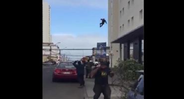 Video estremecedor: un ecuatoriano saltó de la ventana de un hotel en Chile y murió