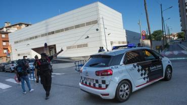 España: abatieron a hombre que atacó una comisaría al grito de
