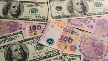 Pese a compras del Banco Central, el dólar finalizó por debajo de la zona de no intervención