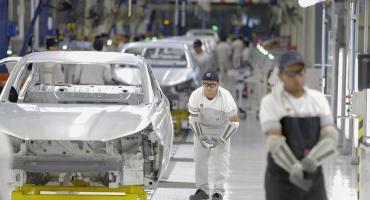 La actividad industrial cayó 7,2% en agosto y se perdieron 55 mil puestos en un año