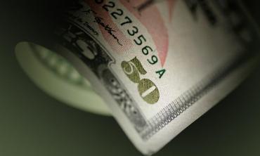 En una jornada frenética, el dólar superó los $40 y tocó su pico máximo en cuatro meses
