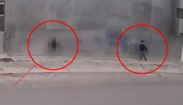Video: un hombre agredió sexualmente a una mujer en la calle y a plena luz del día