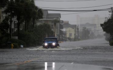 El huracán Florence avanza sobre Carolina del Norte con las lluvias más fuertes en 60 años