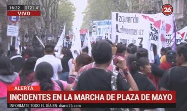 Marcha en Plaza de Mayo: incidentes y corridas en la desconcentración