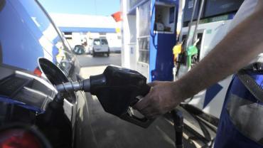 YPF, Axion y Shell aumentaron hasta un 6% los combustibles, la premium supera los $50