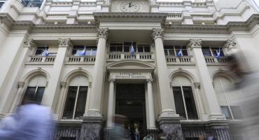 Reservas en peligro: en abril, Banco Central perdió el 50% del giro del FMI