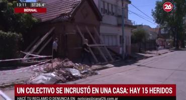 Un colectivo se incrustó en una casa y dejó 15 heridos