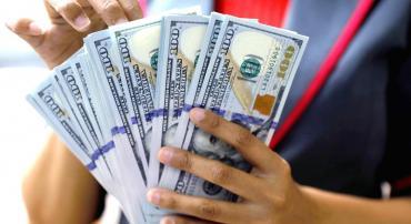 El dólar rebotó hacia arriba y cerró a $ 36,72 tras el feriado bancario