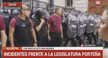 Incidentes frente a la Legislatura porteña en medio de la votación del UniCABA