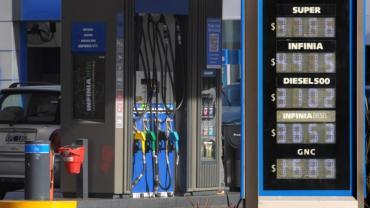 Petroleras se disponen a anunciar una baja de los combustibles
