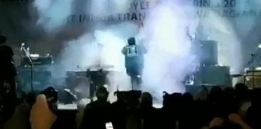 Video de la tragedia: tsunami en Indonesia sorprende en pleno recital