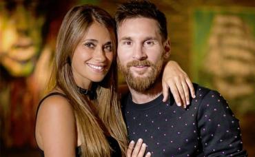La foto de los 8 millones de likes: Messi y Antonella Roccuzzo, juntos en la pileta