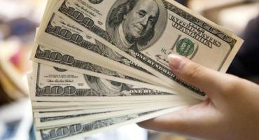 Dólar hoy: la divisa arrancó la semana con una baja de 46 centavos y cerró a $44,71