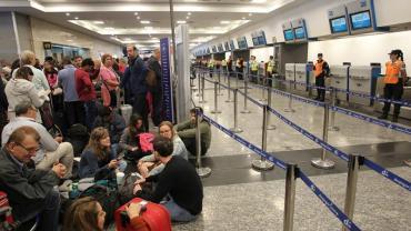 Demoras y cancelaciones en Aeroparque pese a que se levantó el paro de pilotos