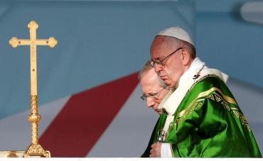 Papa Francisco brinda misa de cierre en Panamá y visita a portadores de VIH