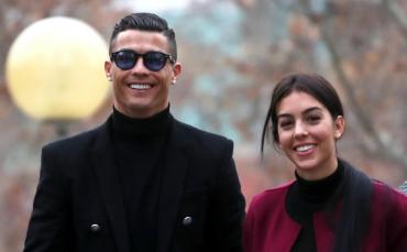 Georgina Rodríguez, novia de Cristiano Ronaldo, posó con su gato y un sensual escote