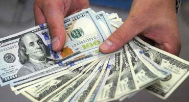 Dólar hoy: la divisa volvió a bajar y terminó la semana en $44,07