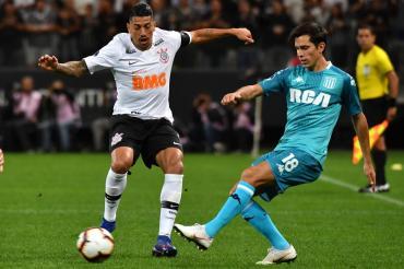 Copa Sudamericana: Corinthians lo empató sobre el final pero Racing se trae un buen punto