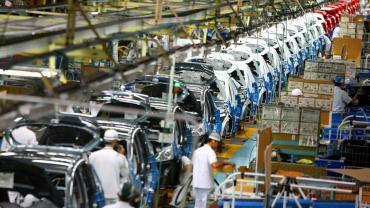 En varios sectores se multiplican suspensiones, despidos y pago de sueldos en cuotas