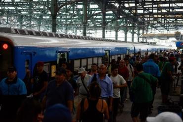 Por alto costo de usar auto diariamente, más gente elige transporte público desde GBA a Capital