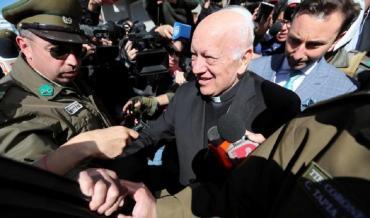 El Papa Francisco aceptó la renuncia del arzobispo imputado por encubrir abusos