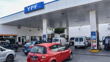 YPF se suma a Shell y aumenta los precios de sus naftas 4,55%