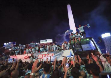 Racing campeón: las imágenes del festejos de jugadores e hinchas en el Obelisco