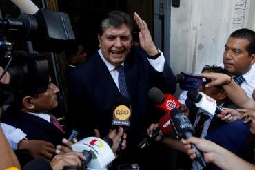 Alan García, ex presidente de Perú, murió tras dispararse en la cabeza cuando era detenido en su casa