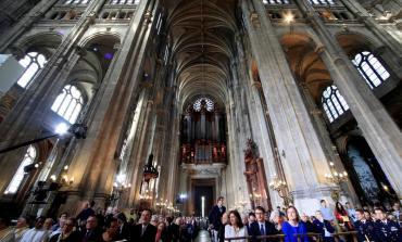 Tras incendio en Notre Dame, los católicos rezaron por una