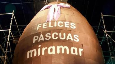 Miramar hizo el huevo más grande de chocolate del mundo y rompió un récord