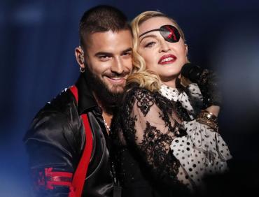 Madonna sedujo a Maluma en versión real y de holograma en los Billboard