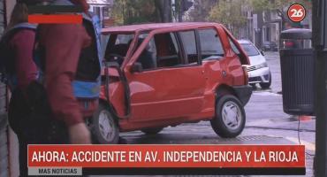 Violento choque en San Cristóbal: auto casi se incrusta en una cafetería