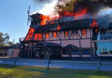 Ituzaingó: voraz incendió destruyó reconocido restaurante