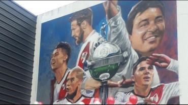 River estrenó mural de los campeones de América ante una multitud