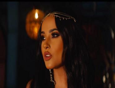 """El video oficial de Becky G cantando """"Un mundo ideal"""" de """"Aladdin"""""""