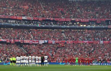 """Emotivo minuto de silencio en la final de Champions League por muerte de la """"Perla"""" Reyes"""