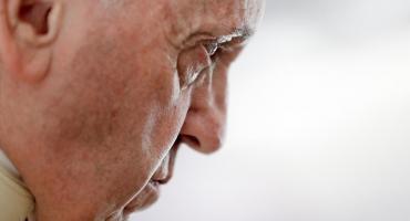 """El Papa pidió disculpas tras su reacción con una feligresa: """"Perdí la paciencia"""""""