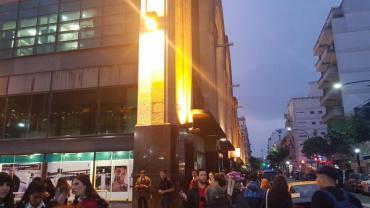 Evacuaron el Shopping Abasto por una amenaza de bomba